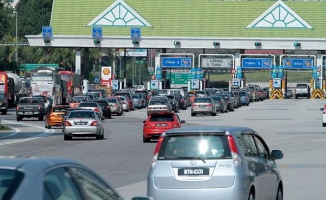 Kerajaan akan ambil alih konsesi lebuh raya secara berperingkat, kata Mohamed Azmin