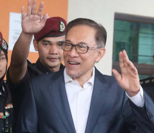 Anwar Ibrahim's sacrifices and Najib's not-very-hidden-hands