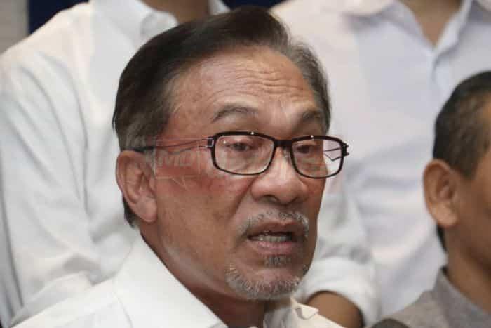 Peralihan jawatan PM  bukan perkara mendesak, kata Anwar