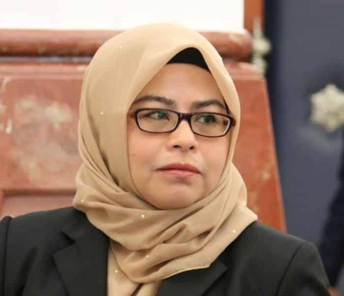 Pelajar tuntut kerajaan ganti rugi, Menteri Pengajian Tinggi diasak letak jawatan