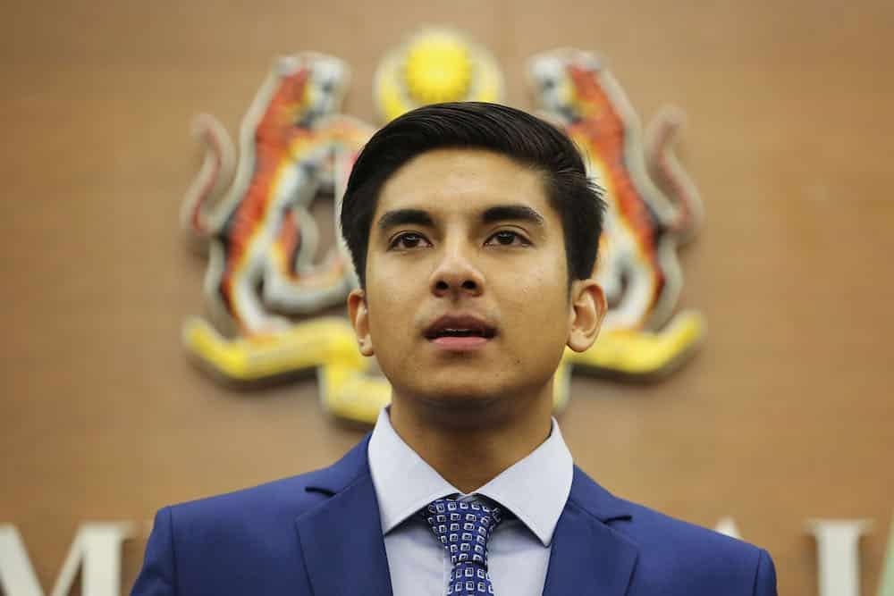 Papar bendera Malaysia yang salah sangat memalukan, kata Syed Saddiq