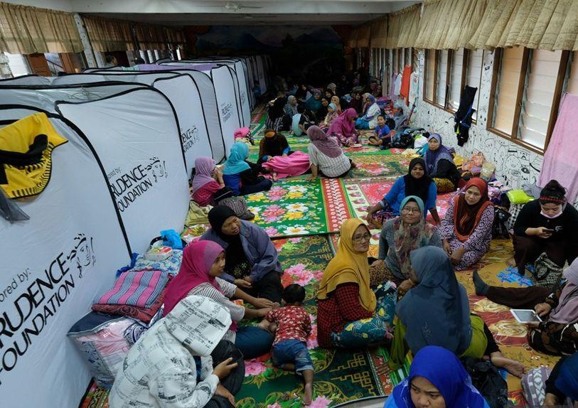 Seramai 212 orang terjejas akibat banjir kilat dan ribut di Johor