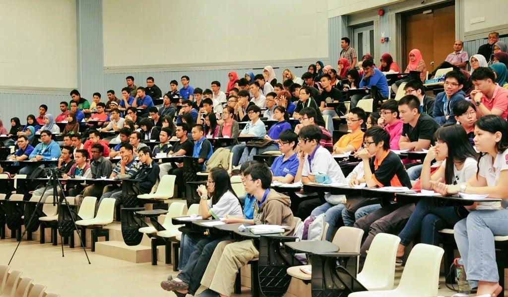Universiti ladang menyemai benih sukarelawan