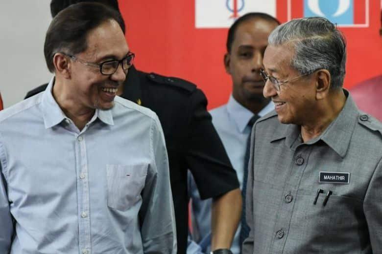 Pilihan lebih praktikal: Terus berusaha rebut Putrajaya atau fokus persiapan PRU15?