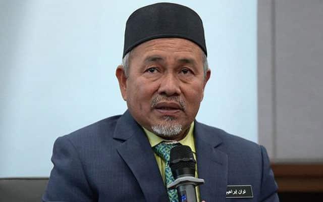 'Tak payah jadi menteri kalau setakat minta rakyat wakaf air RM10'