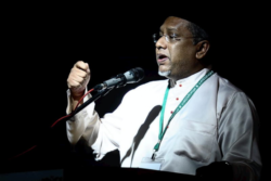 Hanipa anggap Azalina langgar undang-undang pengerusikan sementara Parlimen
