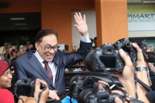 Tidak perlu tunggu September, Anwar boleh buktikan sokongan cukup