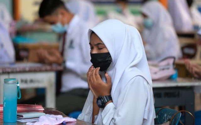 Tunggu data negara lain untuk teruskan vaksin kepada pelajar SPM, kata Khairy
