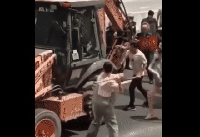 Rusuhan Salak Selatan: Empat individu ditahan selepas mesin jentolak, polis diserang